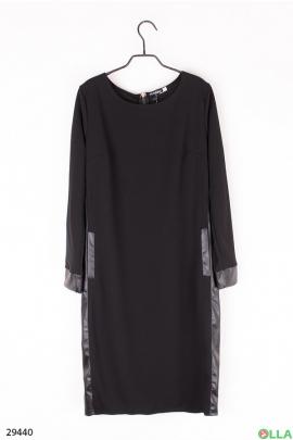Черное платье со вставками из экокожи