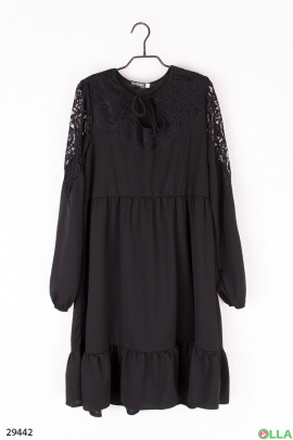 Женское платье со вставками из гипюра