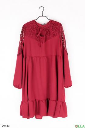 Бордовое платье со вставками из гипюра