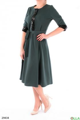 Элегантное платье с декором из пайеток