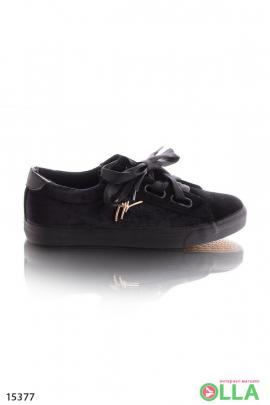 Черные слипоны с атласными шнурками