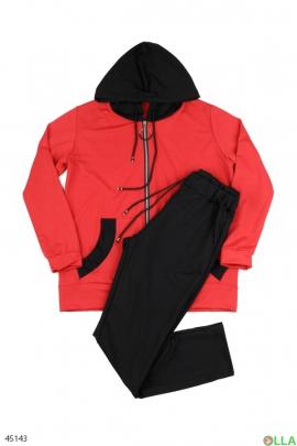 Спортивный костюм из кофты и брюк