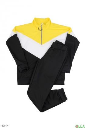 Женский спортивный костюм из кофты и брюк