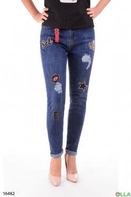 Женские джинсы в молодежном стиле