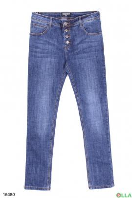 Женские классические джинсы на пуговицах