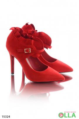 Туфли с закрытой пяткой и ремешком