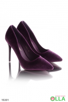 Фиолетовые туфли на шпильке