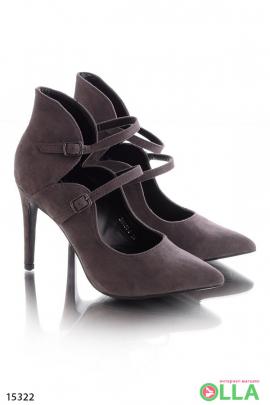 Закрытые туфли с ремешками