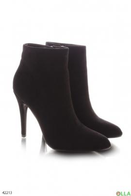 Женские ботинки на шпильке
