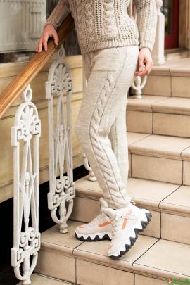Женские бежевые брюки на резинке