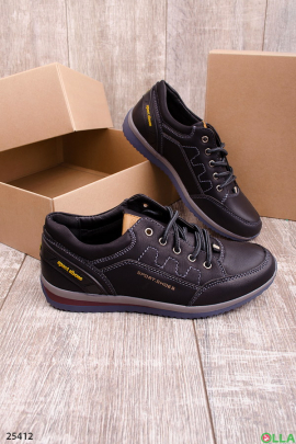 Спортивные туфли на шнуровке