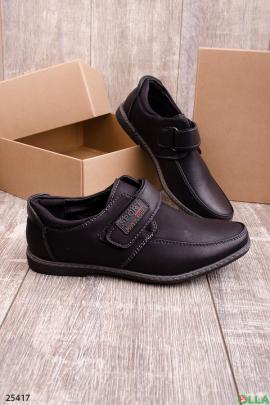 Черные туфли на липучке
