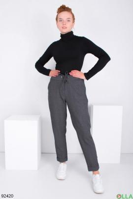 Женские темно-серые брюки в клетку