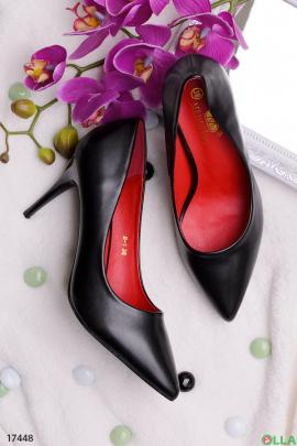 Черные туфельки на шпильке