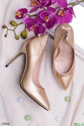 Золотистые туфельки на шпильке