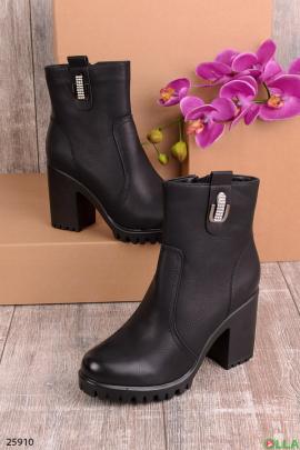 Женские ботинки черного цвета
