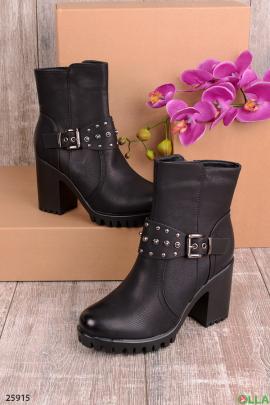 Женские ботинки с ремешком