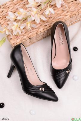 Черные  туфли-лодочки с брошью