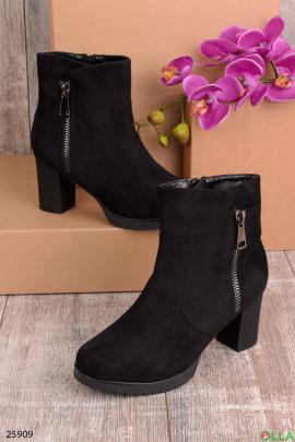 Женские ботинки на змейке