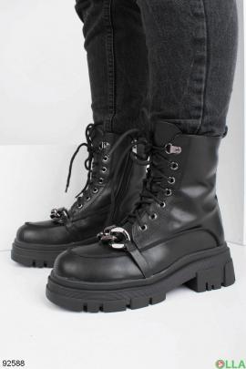 Женские черные ботинки на каблуке