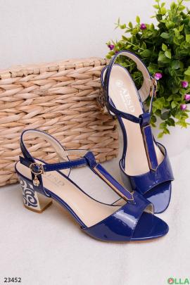 Синие босоножки на каблуке