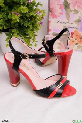 Черно-красные босоножки на каблуке