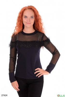 Блузка с кружевом на плечах