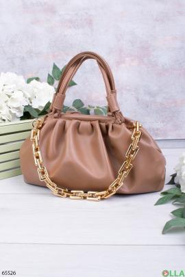 Женская бежевая сумка с цепью