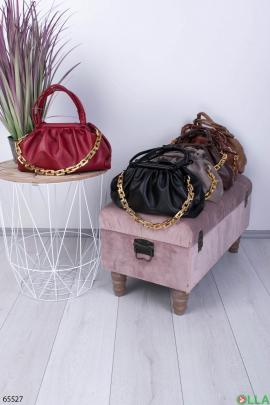 Женская красная сумка с цепью