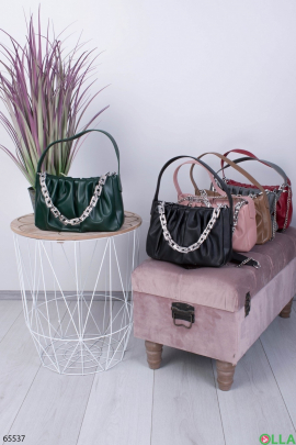 Женская зеленая сумка с цепями
