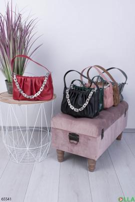 Женская красная сумка с цепями