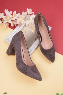 Серые туфли с острым носком