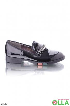 Лаковые туфли с цепочкой