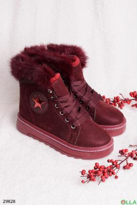 Бордовые ботинки с меховой отделкой
