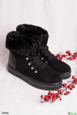 Черные ботинки с меховой отделкой