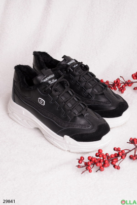 Черные кроссовки с меховой подкладкой