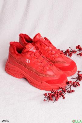 Красные кроссовки с меховой подкладкой