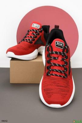 Красно-черные кроссовки из текстиля