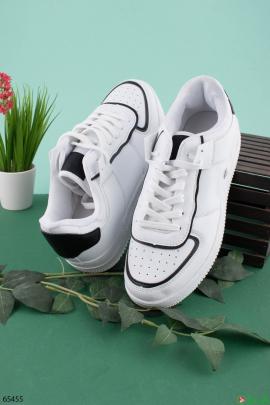 Мужские белые кроссовки с черными вставками