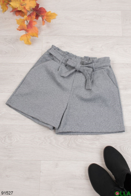 Женские серые шорты