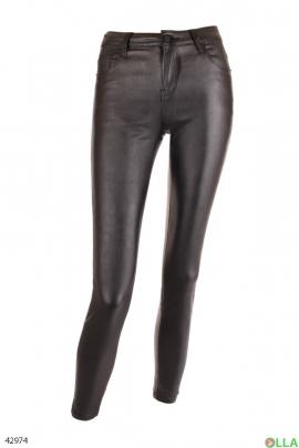 Женские брюки с материалом под эко-кожу