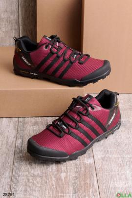 Бордовые кроссовки с полосками