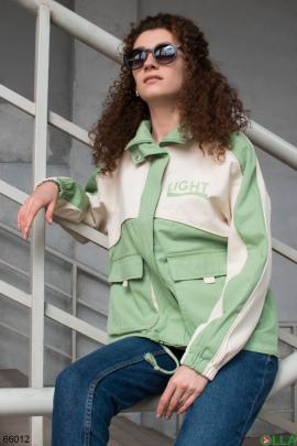 Женская бело-зеленая куртка на молнии