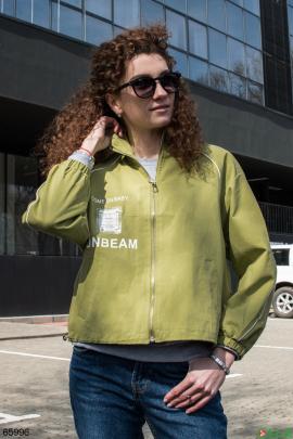 Женская зеленая куртка на молнии