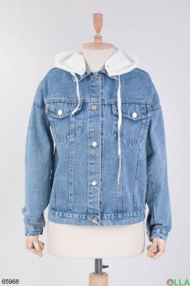 Женская джинсовая куртка с белым капюшоном