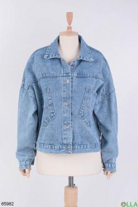 Женская джинсовая куртка с надписью на спине