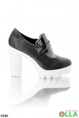 Женские туфли на белой подошве