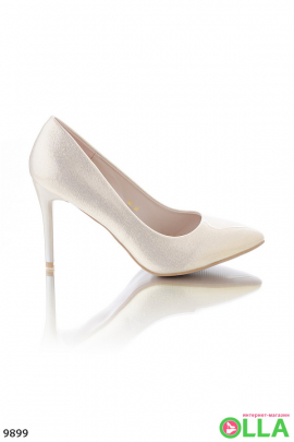 Туфли с заостренным носком