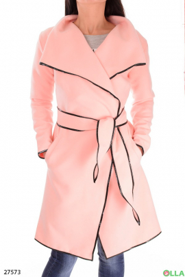 Пальто розового цвета с поясом