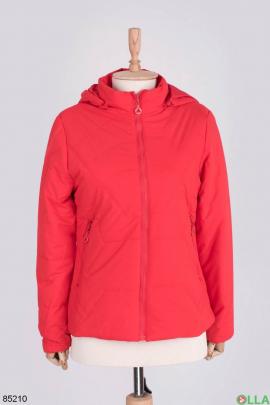 Женская красная куртка с капюшоном